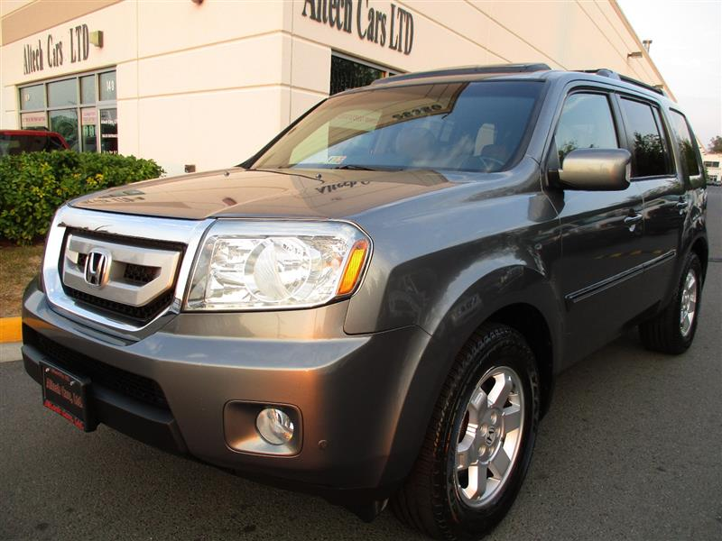 2009 HONDA PILOT Touring w/Navigation and Rear Entertainment System