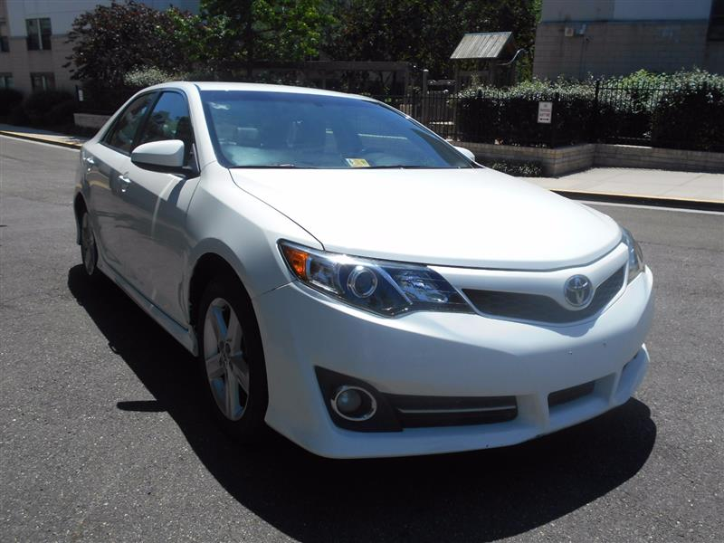 2014 TOYOTA CAMRY SE w/ LEATHER