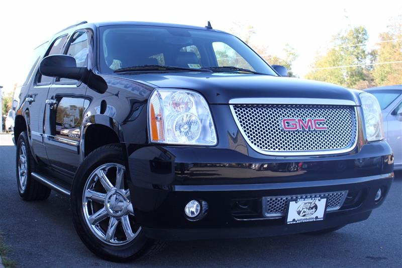 2011 GMC YUKON DENALI DENALI 4WD with NAV & THIRD ROW
