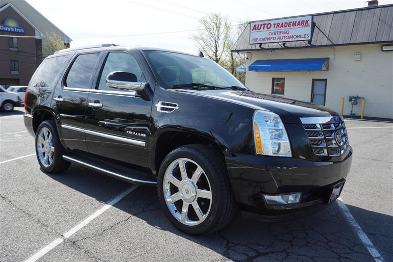 2012 CADILLAC ESCALADE Luxury w Nav - Dvd