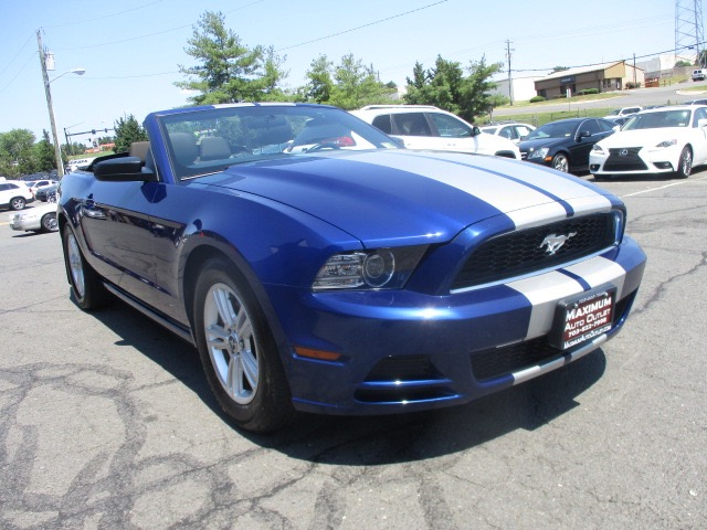 2014 ford mustang convertible manassas park virginia maximum auto outlet va 20111. Black Bedroom Furniture Sets. Home Design Ideas