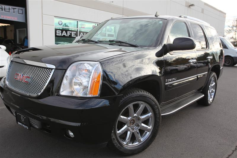 2007 GMC YUKON DENALI DENALI 4WD with NAV & THIRD ROW